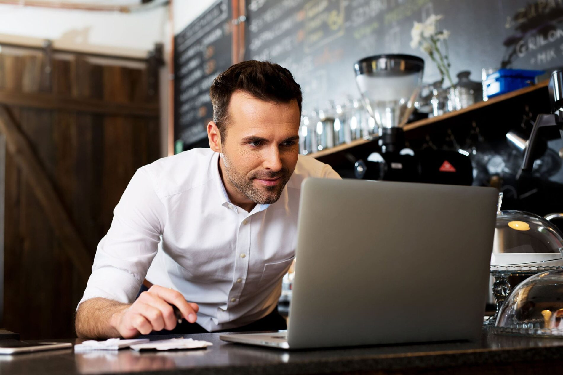 Resto Manager Checking Online Reviews | Tulumi Digital Marketing